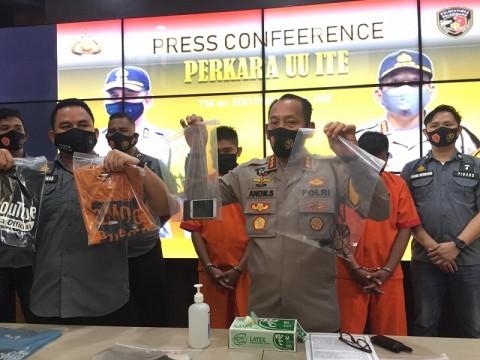 <i>Youtuber</i> Palembang Bagikan Daging Berisi Sampah Jadi Tersangka