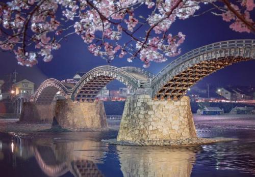 Jembatan Kintai, konon diilhami oleh nishiki obi Jepang tradisional, selempang yang dipakai dengan kimono. (Foto: Dok. Homeanddecor.com)