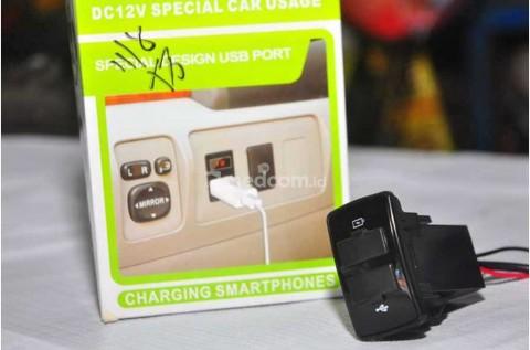 Mau Pasang Soket USB Tambahan di Mobil? Begini Caranya