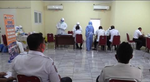 Ratusan Pengemudi DAMRI Jalani <i>Rapid Test</i> Usai Mudik Iduladha