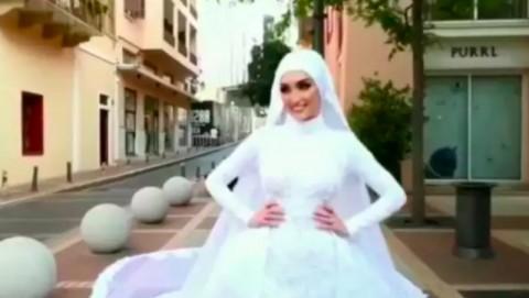 Masih Kenakan Gaun, Pengantin Selamatkan Diri dari Ledakan Beirut