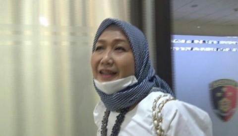 Anita Kolopaking Diperiksa Ditemani Tiga Pengacara