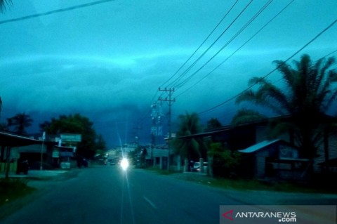 Fenomena Awan Hitam Bak Gelombang Gegerkan Warga Aceh