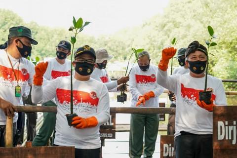 Kementerian LHK Selenggarakan Aksi Bersih dan Penanaman Pohon