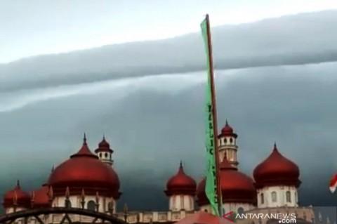 Fenomena Awan Bak Gelombang di Aceh Bukan Pertanda Tsunami