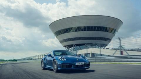 Bermodalkan Uang Cek Palsu, Casey Boyong Porsche 911 Turbo