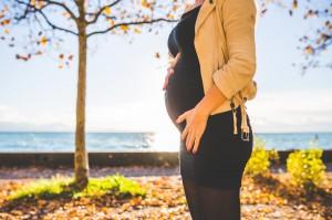 3 Atasan Baju yang Perlu Dimiliki Ibu Hamil