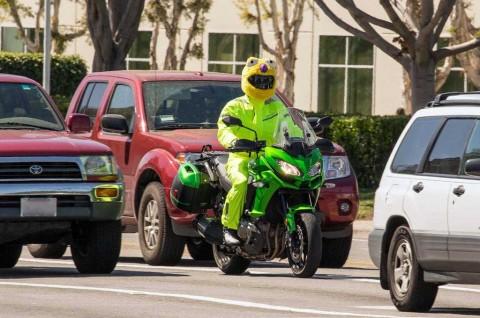 5 Trik Mudah agar Riders Lebih Mudah Terlihat di Jalan