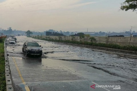 Tol Padaleunyi KM 130 Banjir
