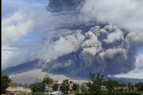 Berstatus Siaga, Gunung Sinabung Erupsi Lagi