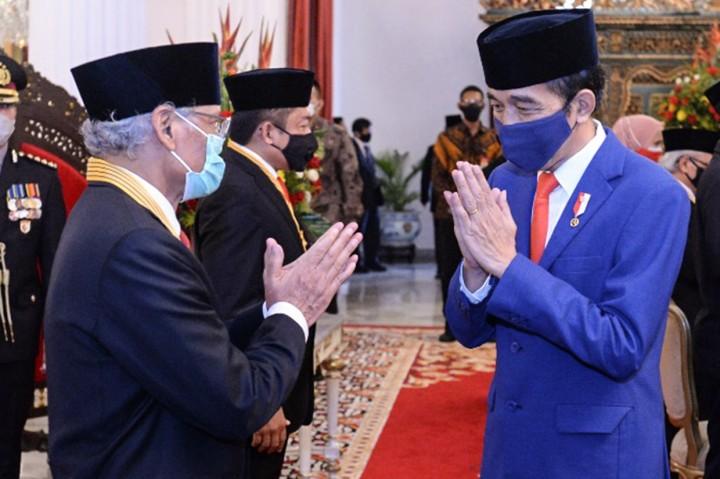 Saur Hutabarat Peroleh Anugerah Bintang Jasa Nararya