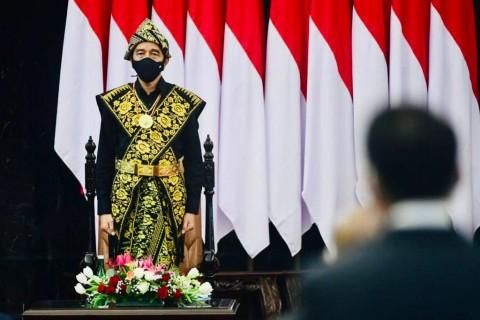 Puan Puji Konsistensi Jokowi Kenakan Pakaian Adat