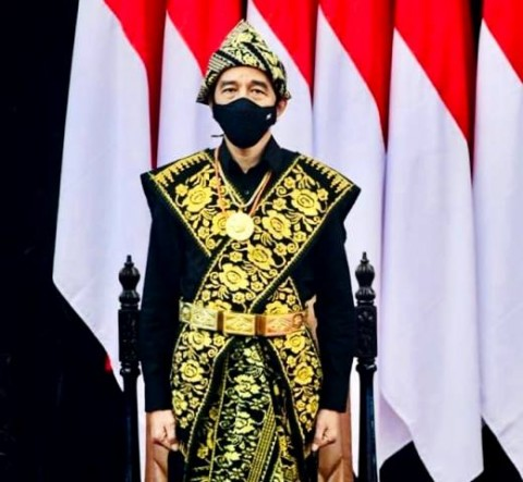 Pakaian Adat NTT yang Dipakai Joko Widodo Mencuri Perhatian