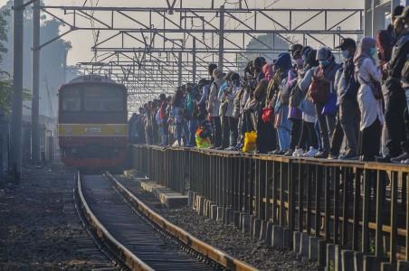 Alasan Penumpang KRL Tak Setertib Penumpang MRT