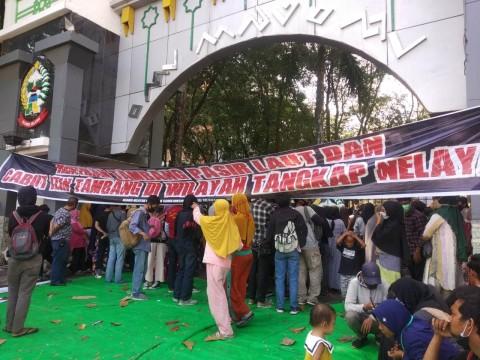 Nelayan di Makassar Unjuk Rasa 24 Jam di Kantor Gubernur