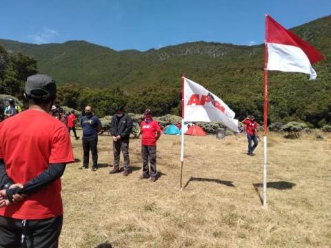 Hari Kemerdekaan di Gunung Papandayan Saat Kenormalan Baru