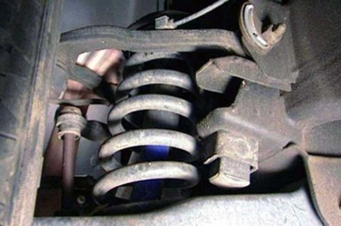 4 Penyebab dan Cara Memperbaiki Kaki-Kaki Mobil Rusak