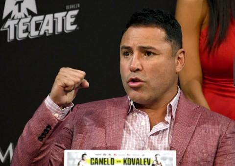 Oscar De La Hoya Konfirmasi Siap Kembali Naik Ring