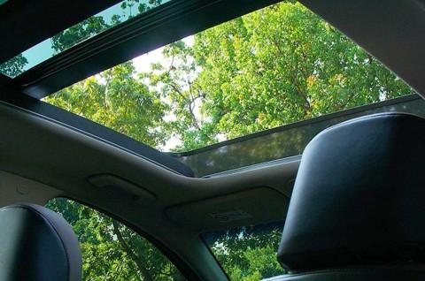 Pentingnya Perawatan Berkala Sunroof Mobil