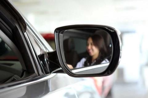 Mengatur Kaca Spion dengan Benar Memperkecil Blind Spot