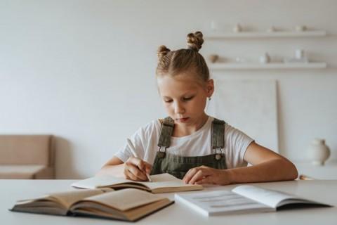 Cara Membangun Motivasi Anak untuk Belajar
