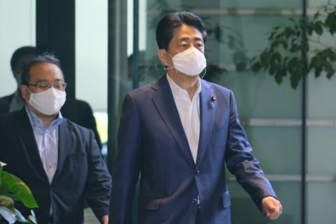 PM Abe Janji Jaga Kesehatan Usai Kembali Jalani Pemeriksaan di RS