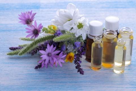 5 Minyak Esensial yang Diyakini Efektif Redakan Sakit Kepala