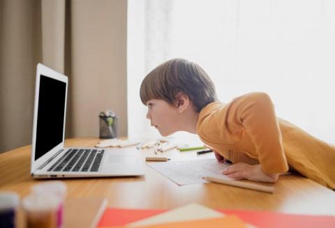 4 Cara Mendorong Anak agar Belajar Secara Mandiri