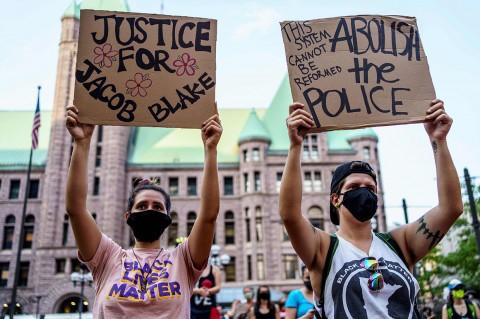 Protes Terhadap Penembakan Warga Kulit Hitam, Demonstran Turun ke Jalan