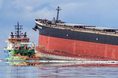 Sisa Kapal Penyebab Tumpahan Minyak di Mauritius Ditenggelamkan