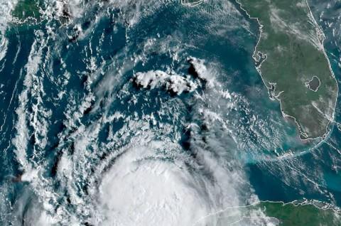 Badai Laura Terus Menguat dan Bergerak ke Arah Texas