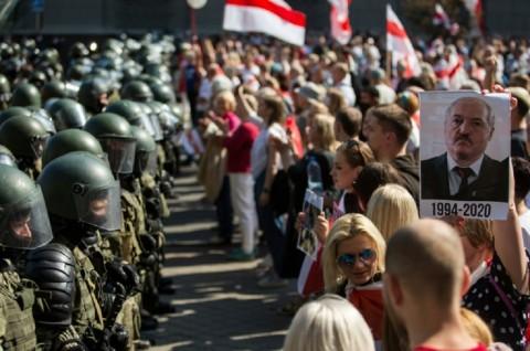 Puluhan Ribu Demonstran Kembali Turun ke Jalanan Belarusia