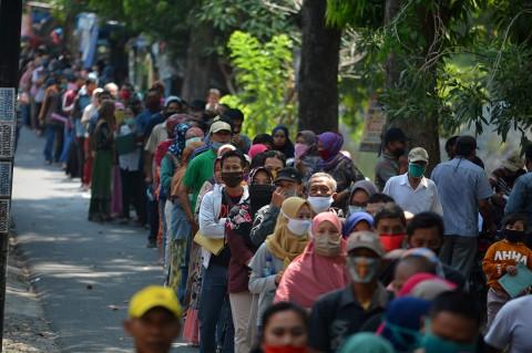 Potret Antrean Panjang Pendaftaran Banpres UMKM di Jombang