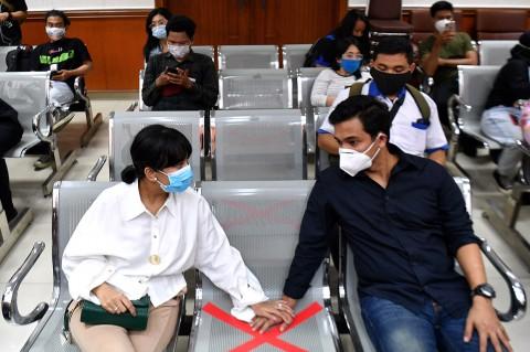 Didampingi Suami, Vanessa Angel Jalani Sidang Perdana Kasus Narkoba