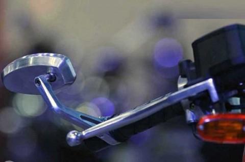 Awas! Pasang Spion Kecil di Motor Batasi Jarak Pandang