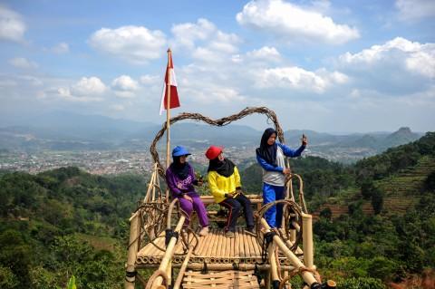 Puncak Gunung Pangadegan Disulap Jadi Objek Wisata