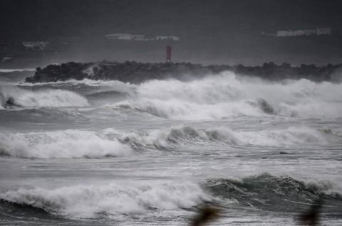 Listrik di Ratusan Ribu Rumah Padam akibat Topan Haishen