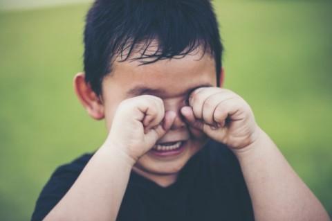Wajarkah Jika Si Kecil Takut Suara Keras?