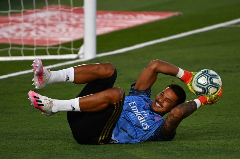 Fulham sedang Berupaya Meminjam Kiper PSG Alphonse Areola
