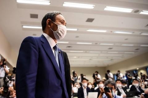 Yoshihide Suga Menuju Kemenangan Telak Posisi PM Jepang