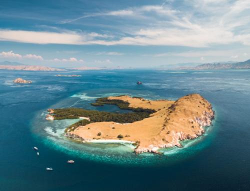 Labuan Bajo dan Pulau Flores secara keseluruhan berjuang bangkit kembali dalam menarik minat wisatawan. (Foto: Ilustrasi. Dok. Freepik.com)