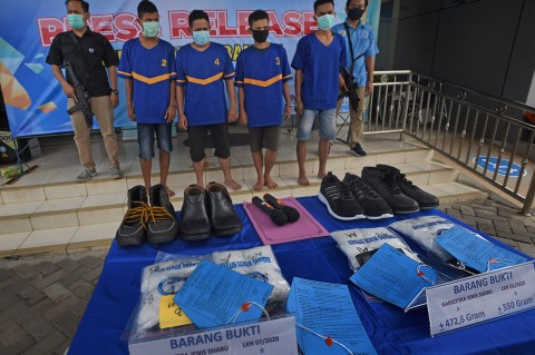 BNNP Banten Ringkus 4 Kurir Penyelundup Sabu Dalam Sepatu