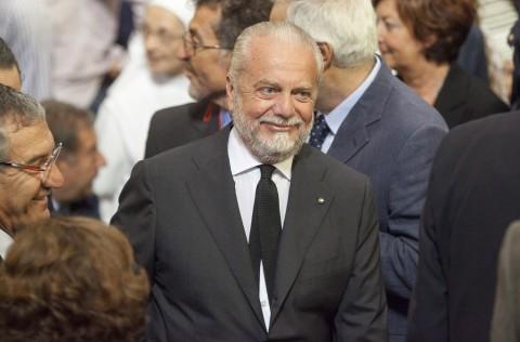 Presiden Napoli tidak Ingin Disalahkan atas Penyebaran Covid-19