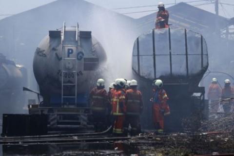 5 Truk Tangki Gas di Surabaya Terbakar Disertai Ledakan