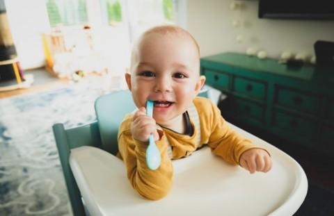 Apakah Benar Gigi Susu Tumbuh di Usia 6-12 Bulan?