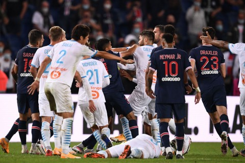 Diwarnai 5 Kartu Merah, PSG Takluk 0-1 dari Marseille