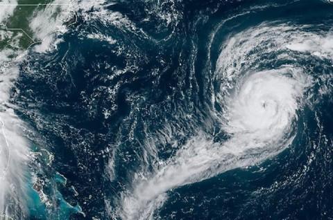 Topan Paulette Bergerak ke Bermuda, Badai Sally Ancam AS