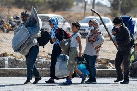 Pascakebakaran, Imigran Yunani Dipindah ke Kamp Sementara