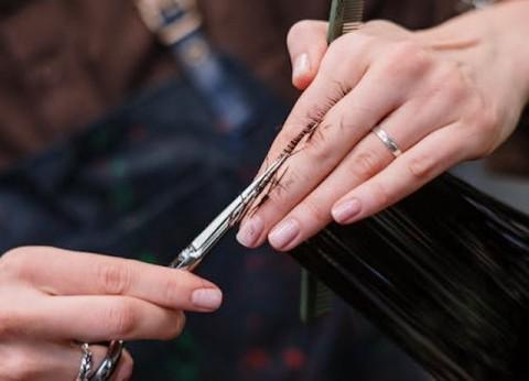 Tips Tetap <i>Stylish</i> saat Memotong Rambut Sendiri di Rumah