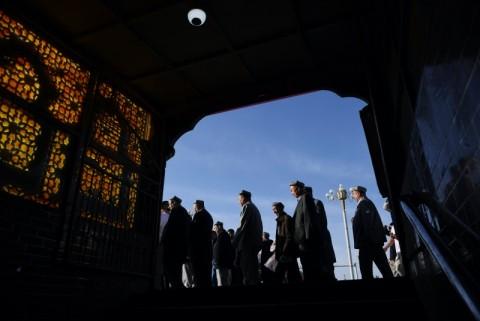 Dianggap Kerja Paksa Uighur, AS Blokir Barang Produksi dari Xinjiang